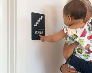 Braille stairs sign in black